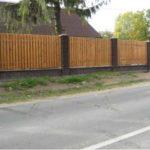 деревянный забор плюс колотый кирпич