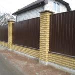 желтый кирпич скала на забор