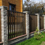 угловой кирпич на забор