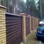 забор из желтого кирпича