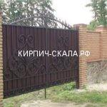 забор из колотого кирпича