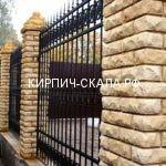 забор с ковкой, столбы на забор