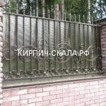 Забор из кирпича скала