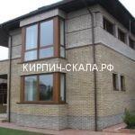 фасад дома из серого кирпича со слоновой костью