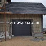 дом облицованный кирпичом скала