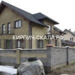 фото кирпичного дома из облицовочного кирпича скала