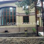дом облицованный кирпичом рустированным