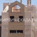 кирпич коричневый колотый фото дома